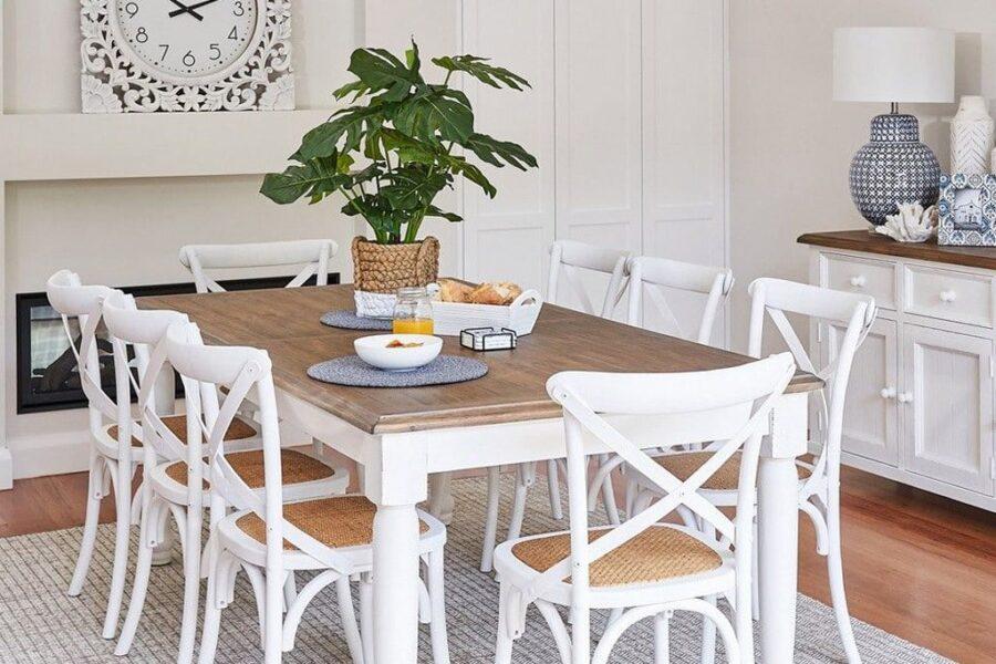 כסא אוכל לבן