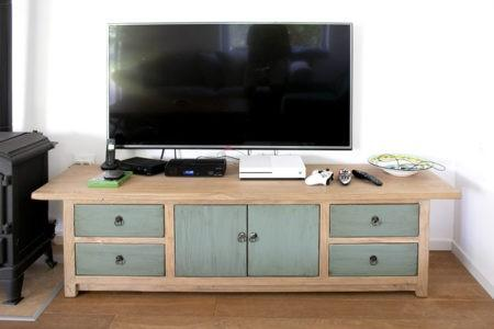 שידת טלוויזיה ארוכה מעץ