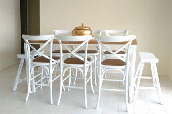 כסאות בר לבנים