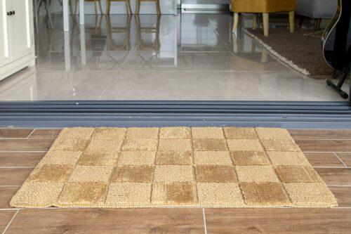 שטיח חבל עבה בבית