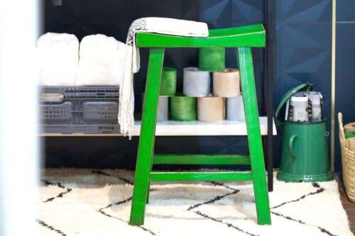 כסא בר ירוק מעץ