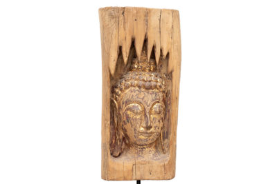 בודהה מגולפת בעץ מלא