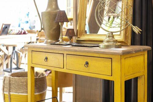 קונסולה בצבע צהוב