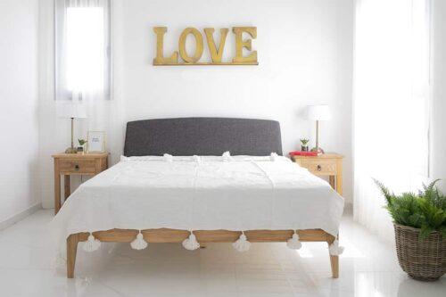 מיטה זוגית מעוצבת מעץ