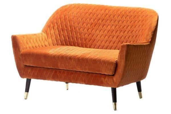 ספה מעוצבת בצבע כתום