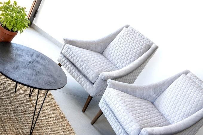כורסא אפורה לסלון