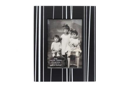 מסגרת שחור לבן לתמונה