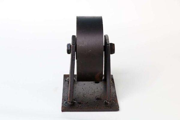גלגלים מברזל יצוק