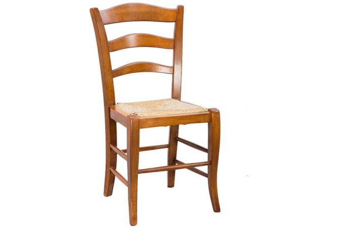 כיסא עץ קלאסי