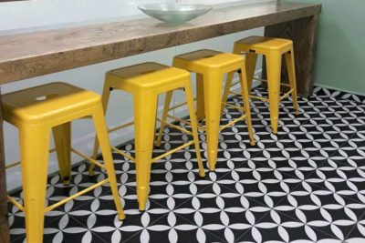 כסא בר צהוב מתכת למטבח