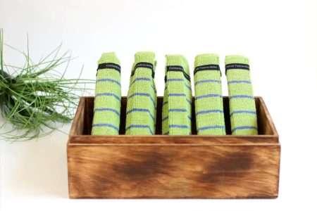 מגבות אורחים ירוקות בקופסא