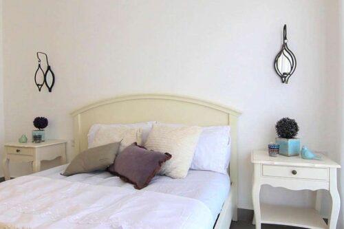 מיטה זוגית כפרית לבן