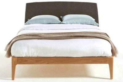 מיטה זוגית מעוצבת מעץ מלא
