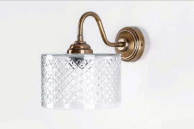 מנורה בסגנון ישן לקיר