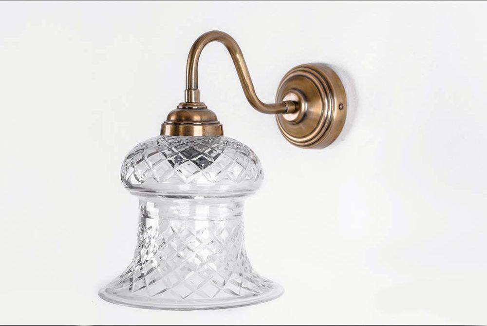מנורה מעוצבת לקיר