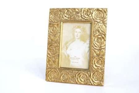 מסגרת זהב לתמונה