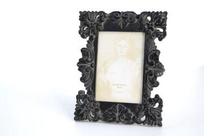מסגרת מעוצבת שחורה לתמונה