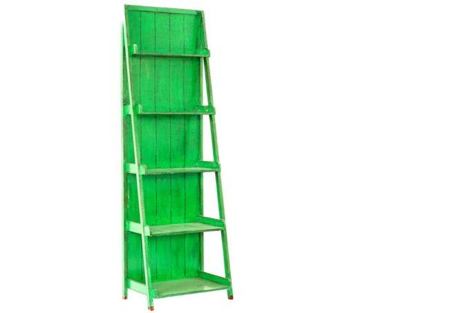 סולם מדפים ירוק מעץ