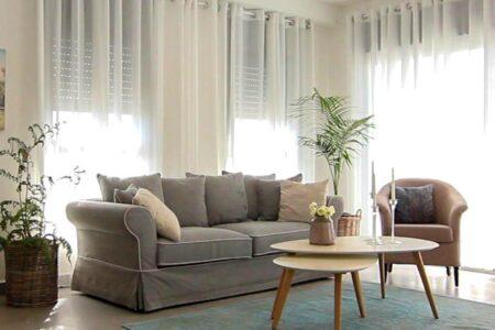 ספה תלת מושבית מעוצבת מבד
