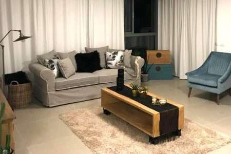 ספה תלת מושבית מעוצבת