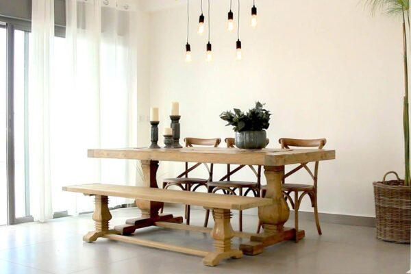 ספסל גדול לשולחן אוכל
