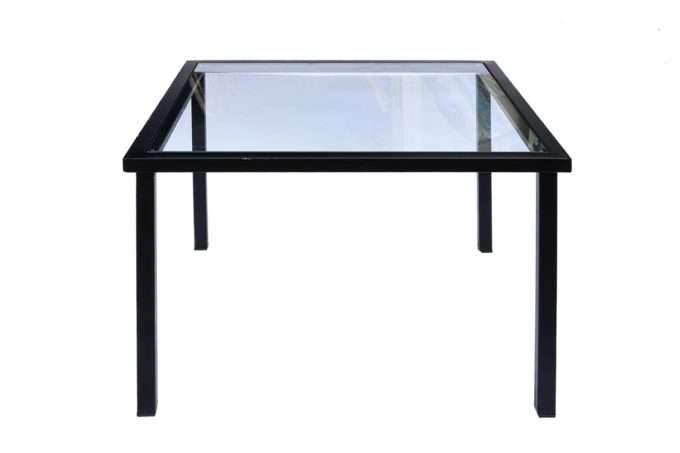 שולחן ריבוע קטן