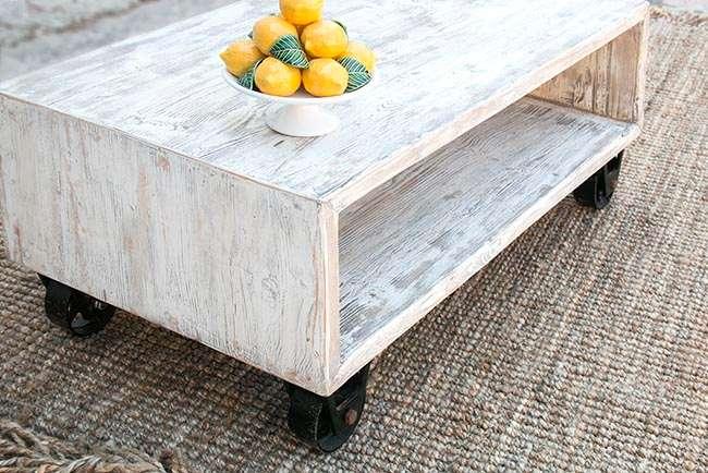 שולחן עם גלגלים מברזל יצוק