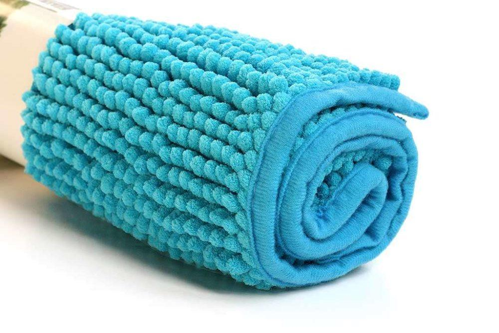 שטיח כחול לאמבטיה