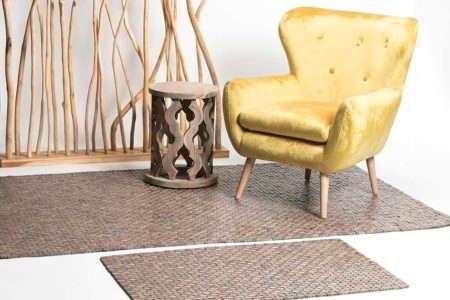 שטיח עץ חום לאוירה בבית