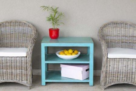 שולחן צד כחול מעץ מלא