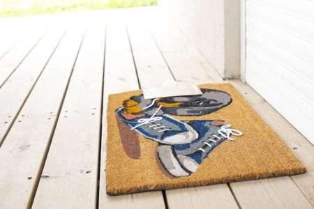 שטיח כניסה סניקרס