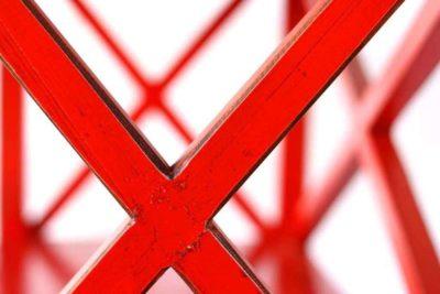 ארון מדפים אדום מעץ מלא