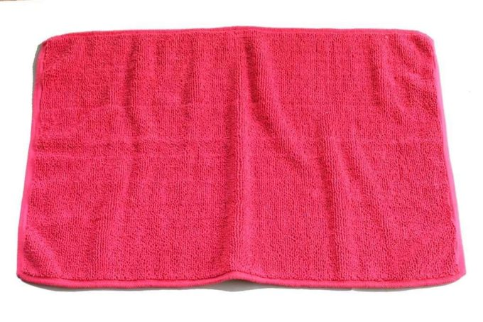 שטיח מגבת אדום לאמבטיה