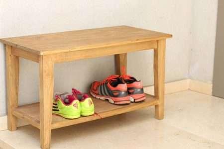 ספסל עץ עם מדף