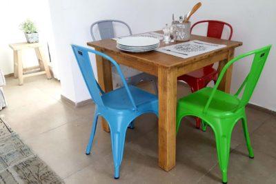 כסא מתכת ירוק לשולחן אוכל