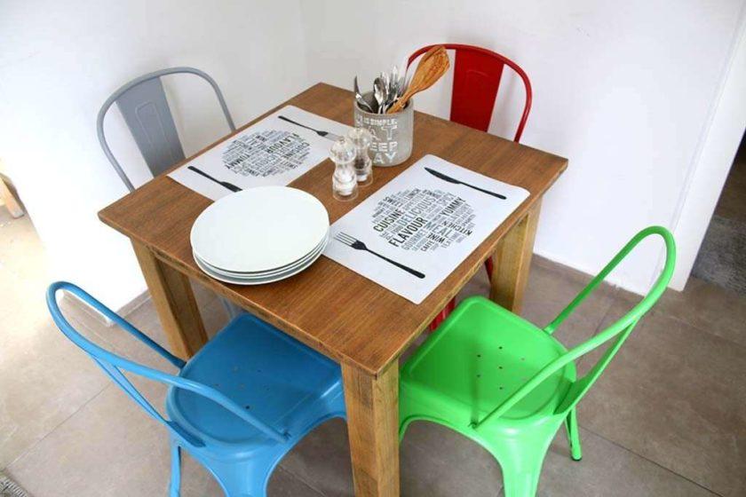 כסא מתכת כחול ברזל
