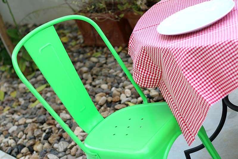 כסא מתכת ירוק לשולחן