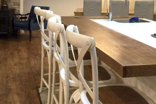 כיסא בר גבוה לבן