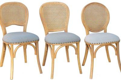 כסאות מרופדים מעץ