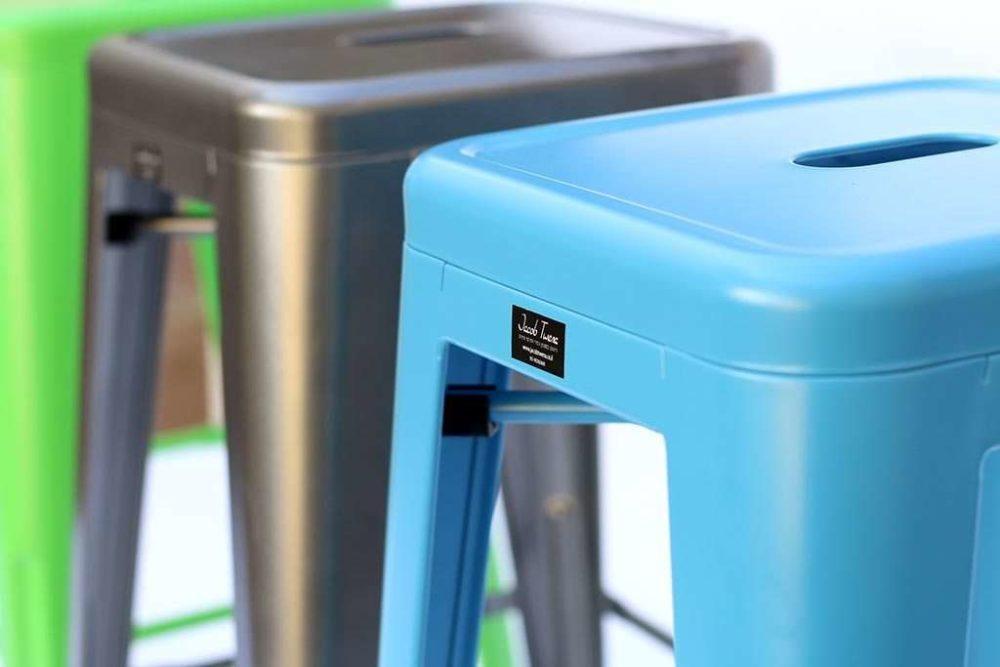 כסא בר בצבע כחול