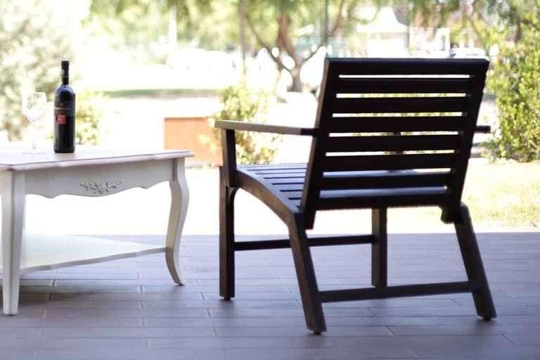 כורסא מעץ מלא מעוצב לגינה