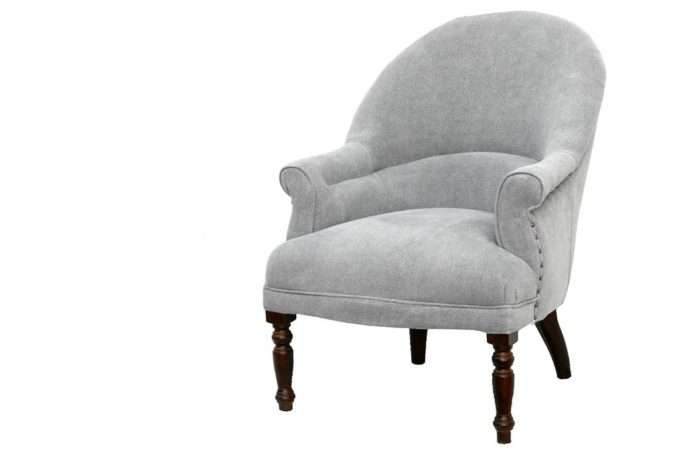 כורסא נוחה בצבע אפור