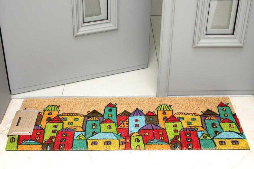 שטיח ארוך מדליק לסף דלת