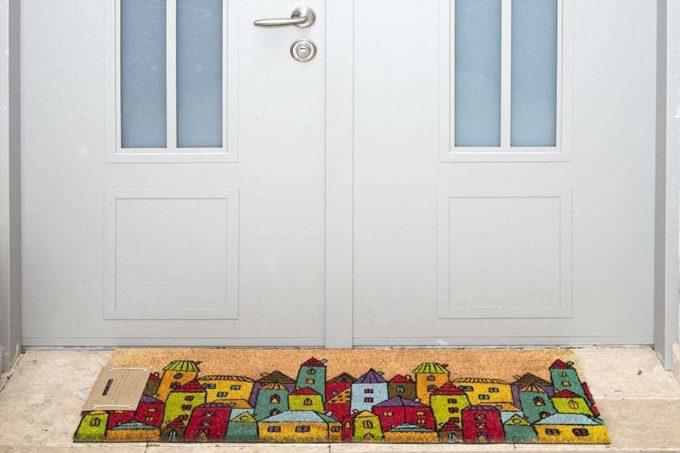 שטיח ארוך מדליק לכניסה