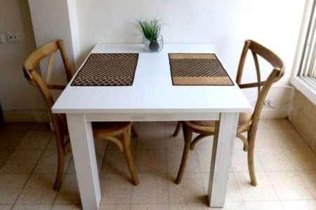 שולחן מרובע לבן אוכל