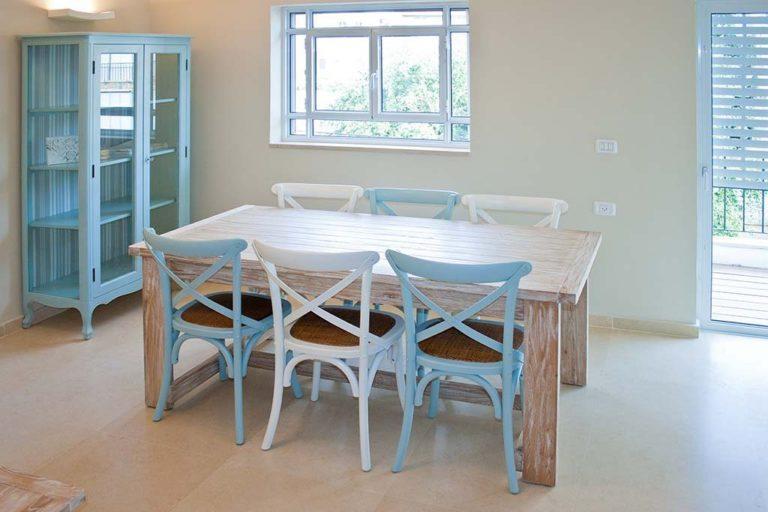 שולחן אוכל אלון מעץ