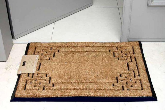 שטיח גדול מעוצב לכניסה