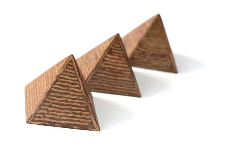 פרמידות עץ קטנות