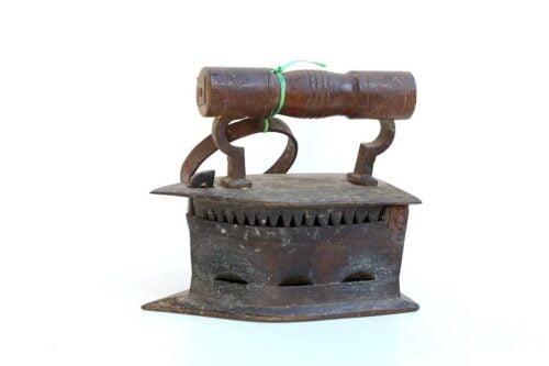 מגהץ פחמים עתיק מברזל