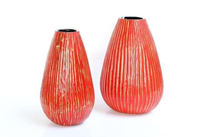 כלים אדומים מעץ לפרחים